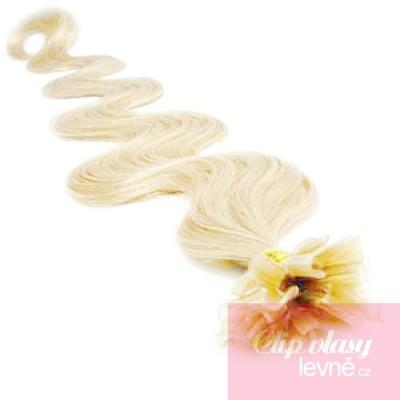 Vlnité vlasy k prodlužování keratinem 50cm - platina